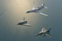 vol en patrouille du nEUROn avec un Rafale et un Falcon 7X