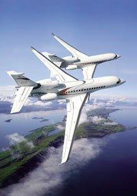 Falcon 8X et Falcon 7X en vol.