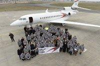 Premier vol du Falcon 8X à Bordeaux-Mérignac le 6 février 2015. Les pilotes Eric Gérard et Hervé Laverne à la descente de l'avion suite à un premier vol réussi.