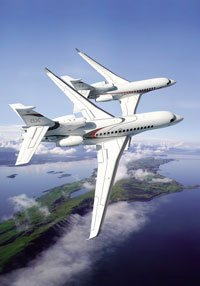 Falcon 8X and Falcon 7X in flight.
